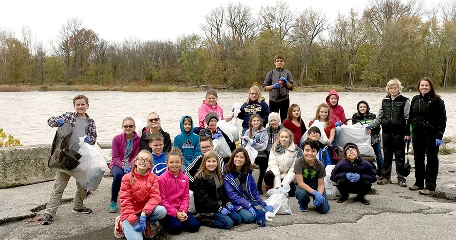 Twenty-five students in the HPI Environmental Club recently took an after school field trip to Buttonwood Park in Perrysburg to pick up litter – 15 bags worth!