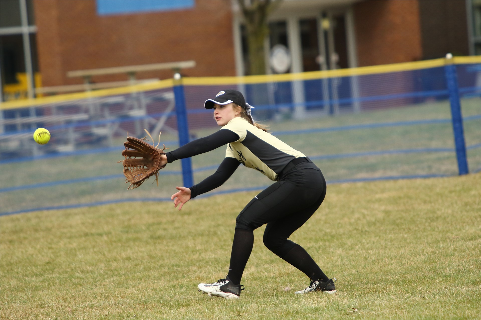 softball player catching
