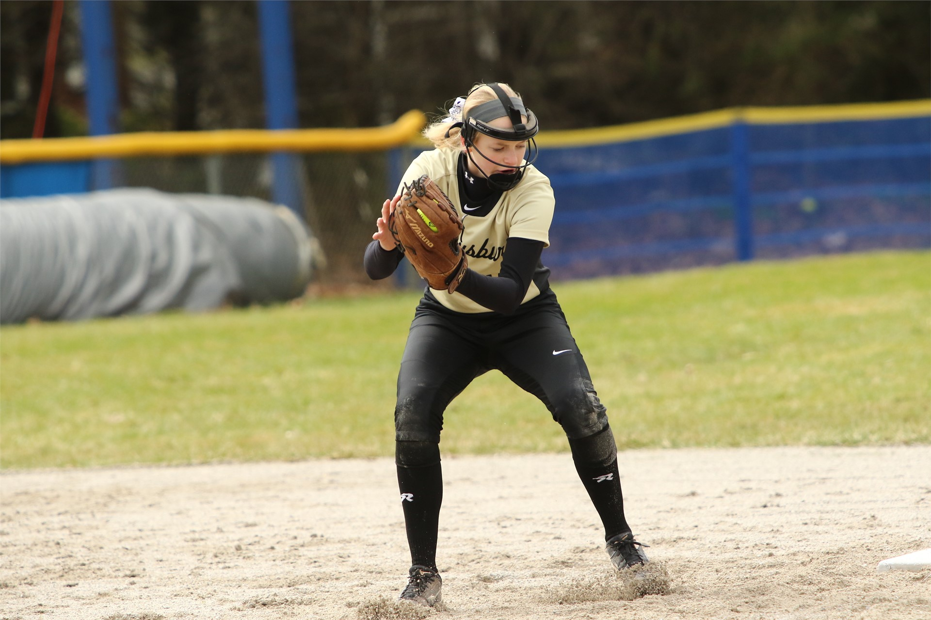 softball player fielding