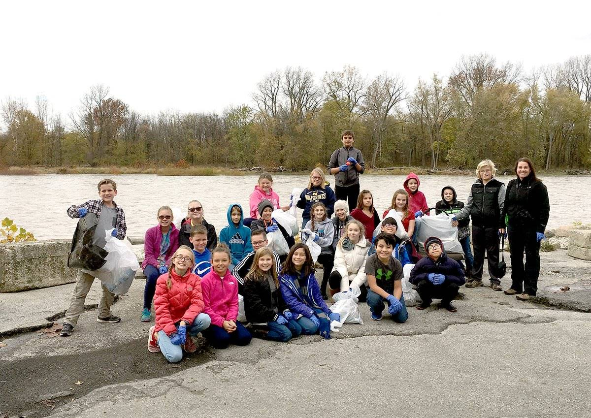 HPI Environmental Club at the Maumee River